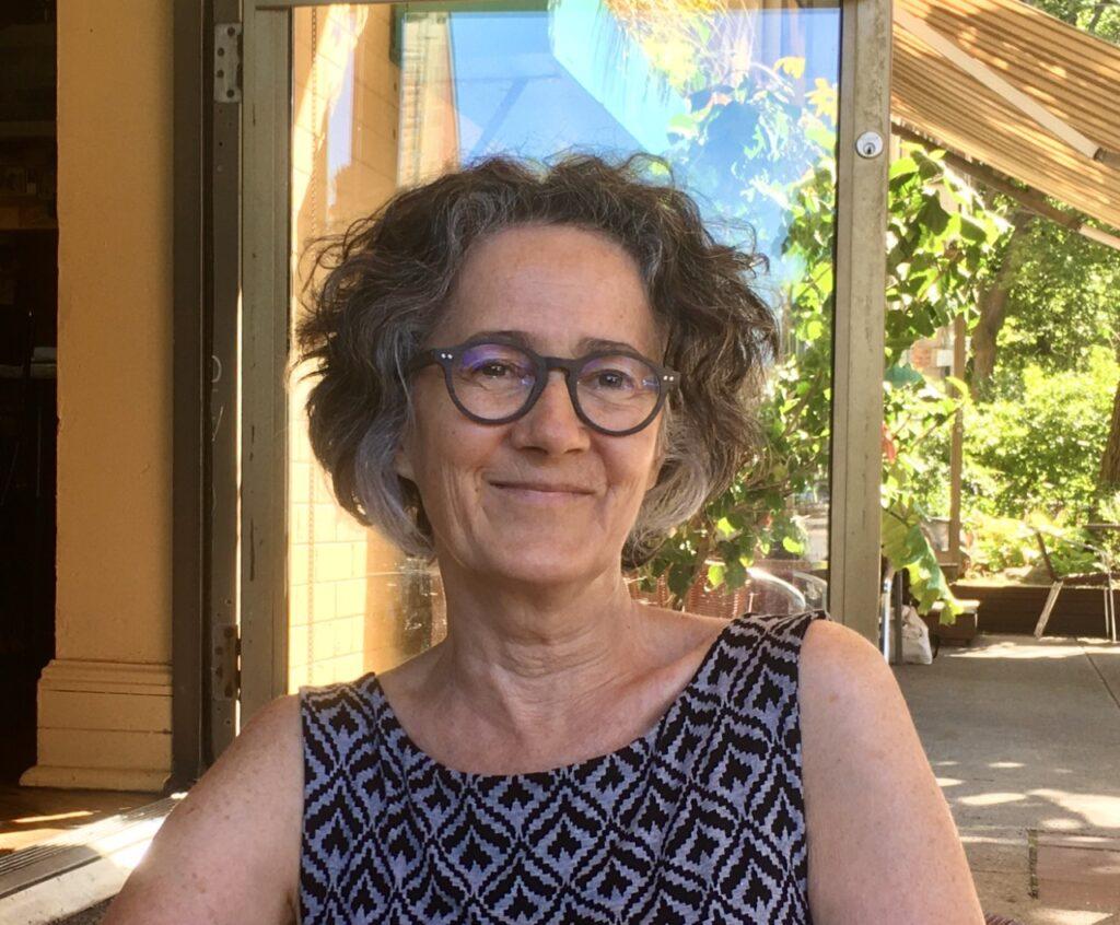 La diplôméwe de travail social, Esther Paquet